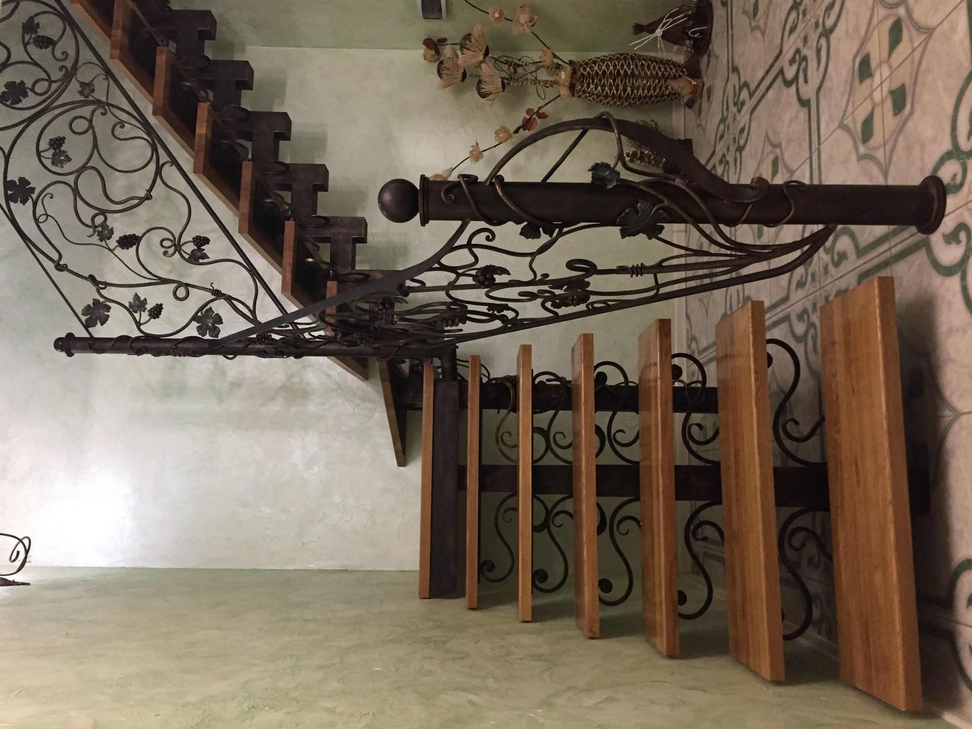 Готовые обшитые железные лестницы фото